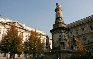 Piazza della Scala , Milano, Italy, Marco Polo, Da Vinci, Statue, Leonardo