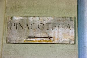 Pinacoteca di Berera, Milano, Italy, Milan, Arrow, Sign, Museum